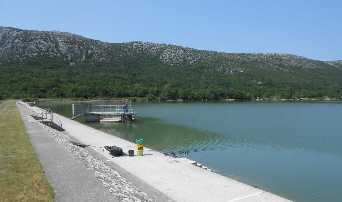 Tribaljsko jezero